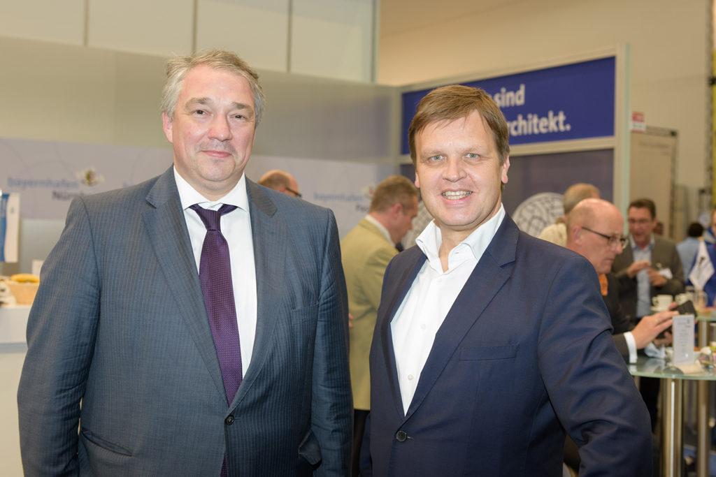 Martin Staats mit Joachim Zimmermann auf dem bayernhafen Messestand tranport logistic 2017