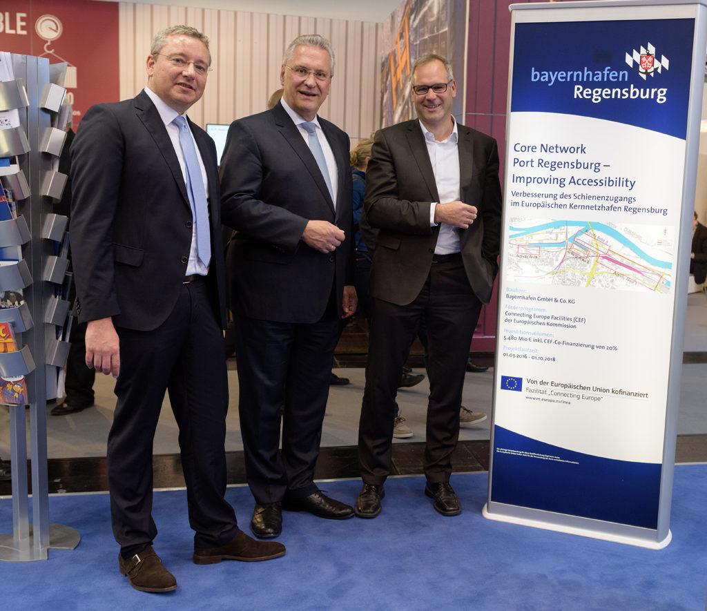 Besuch Minister Herrmann auf dem bayernhafen Messestand tranport logistic 2017