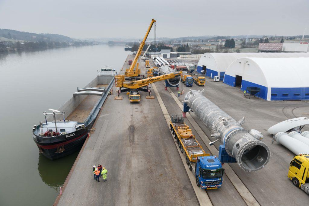 Autokräne Binnenschiff Schwergut bayernhafen Passau