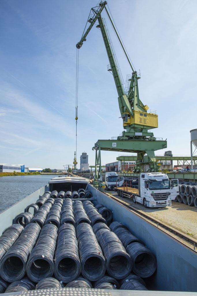 Umschlag Güterumschlag Binnenschiff Kran Draht bayernhafen Bamberg