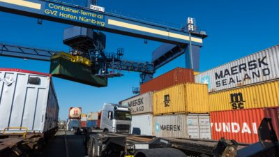 Terminal Kombinierter Verkehr bayernhafen Nürnberg LKW Container Bahn