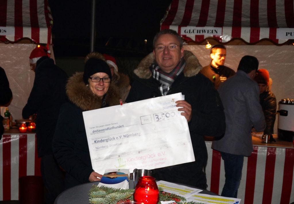 Übergabe Spendenscheck Kinderglück e.V. bayernhafen Nürnberg