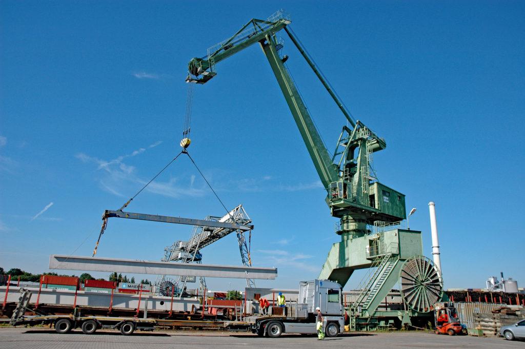 Umschlag Betonpfeiler bayernhafen Aschaffenburg