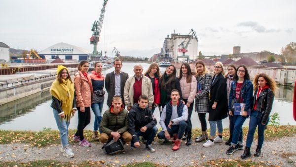 Gruppe Menschen Hafenführung Westhafen bayernhafen Regensburg