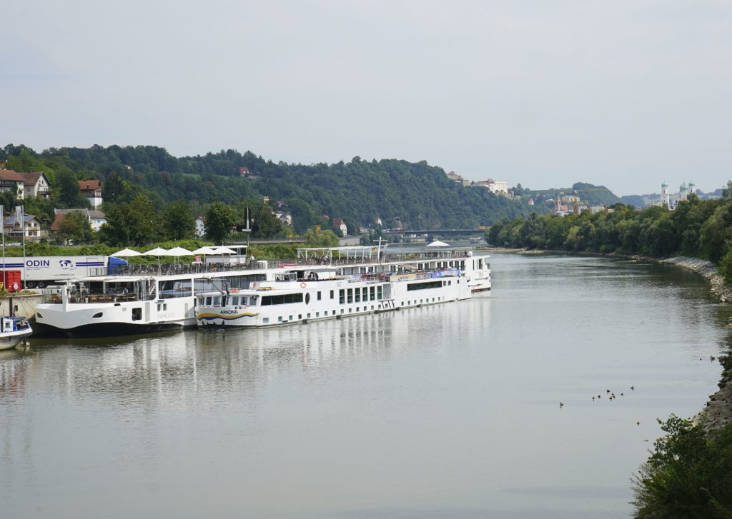 Flusskreuzfahrtschiffe bayernhafen Passau Racklau