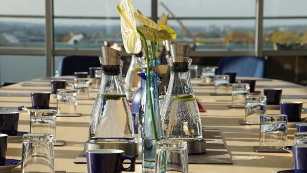 Besprechungstisch Wasserkaraffe Tagen im Hafen bayernhafen Nürnberg