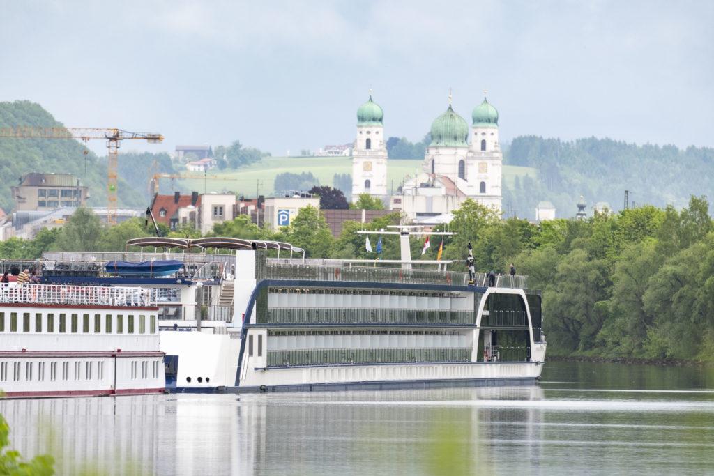 Flusskreuzfahrtschiffe bayernhafen Passau Racklau Ama Magna Dom
