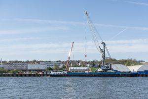 Schwergutumschlag Heliumtanks im bayernhafen Passau