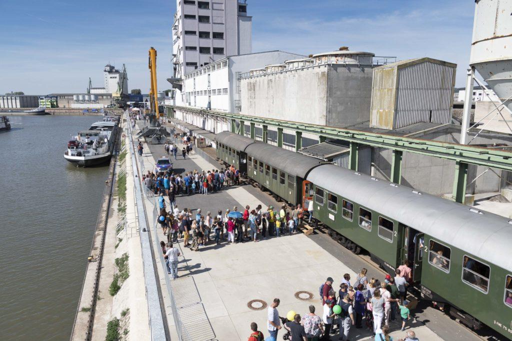 Anstehen beim Dampfzug - Hafenfest 2019 - bayernhafen Bamberg