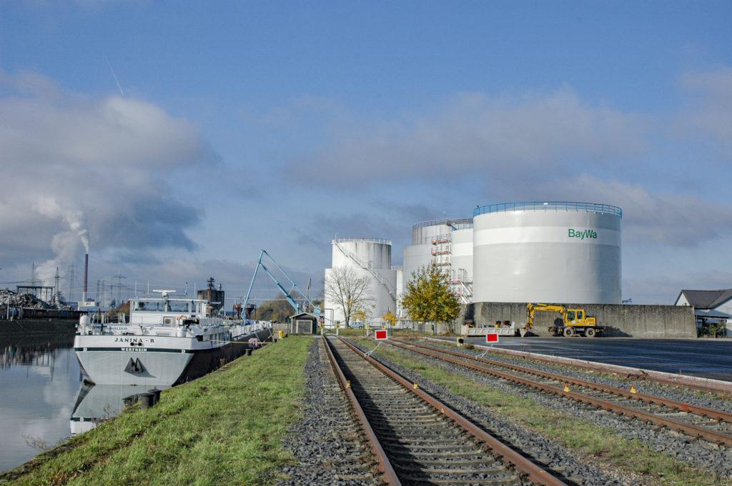 Tanklager BayWa Binnenschiff Tanker bayernhafen Aschaffenburg