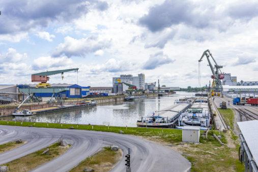 Hafenbetrieb im bayernhafen Regensburg (Osthafen)