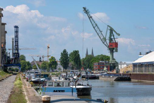 Hafenbetrieb im bayernhafen Regensburg (Westhafen)