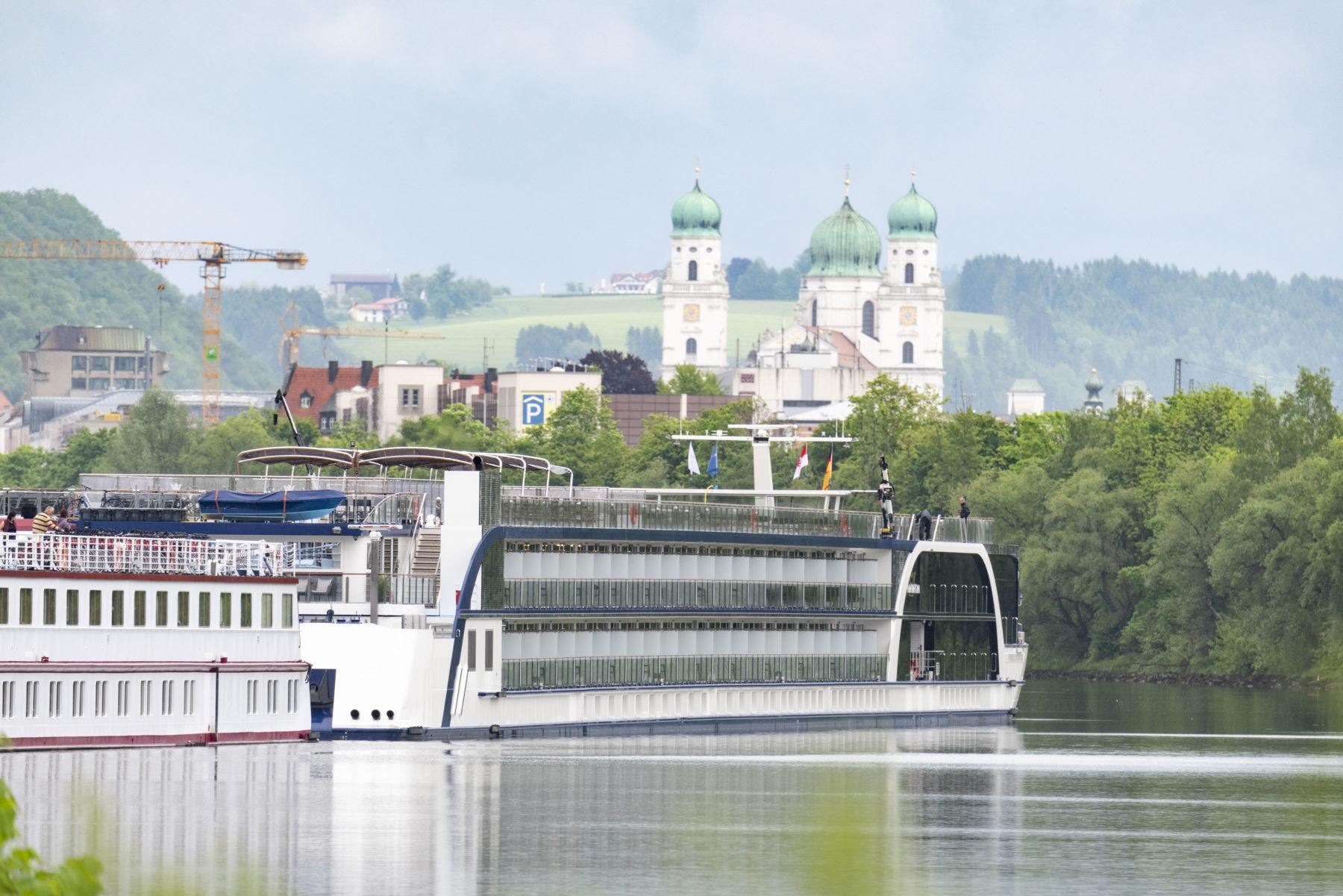 Flusskreuzfahrtschiff bayernhafen Passau
