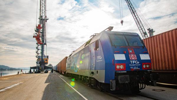 Containerzug AlbatrosExpress der TFG im bayernhafen Passau