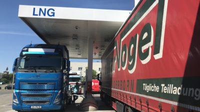 LNG-Zapfsäule an der LNG-Tankstelle im bayernhafen Nürnberg